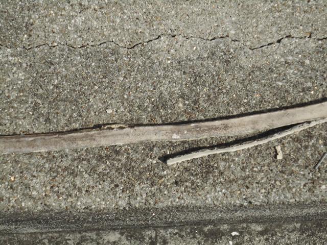 打ち替え時期のサイン:シーリング材の剥がれ